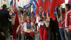 Прилет героев Паралимпиады в Москву: оркестр, овации, толпы болельщиков
