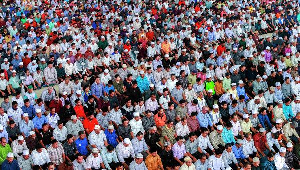 Мусульмане молятся за пассжиров пропавшего самолета авиакомпании Malaysia Airlines