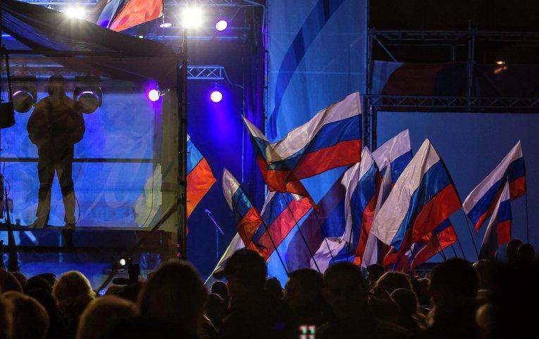 Концерт и салют в честь присоединения Крыма к России на главной площади Симферополя