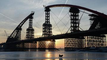 Строительство моста через Обь в Новосибирске. Архивное фото