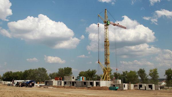 Вид на строительство жилого дома. Архивное фото