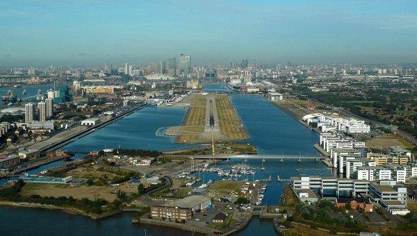 Аэропорт Лондон-Сити прервал работу из-за демонстрации наВПП