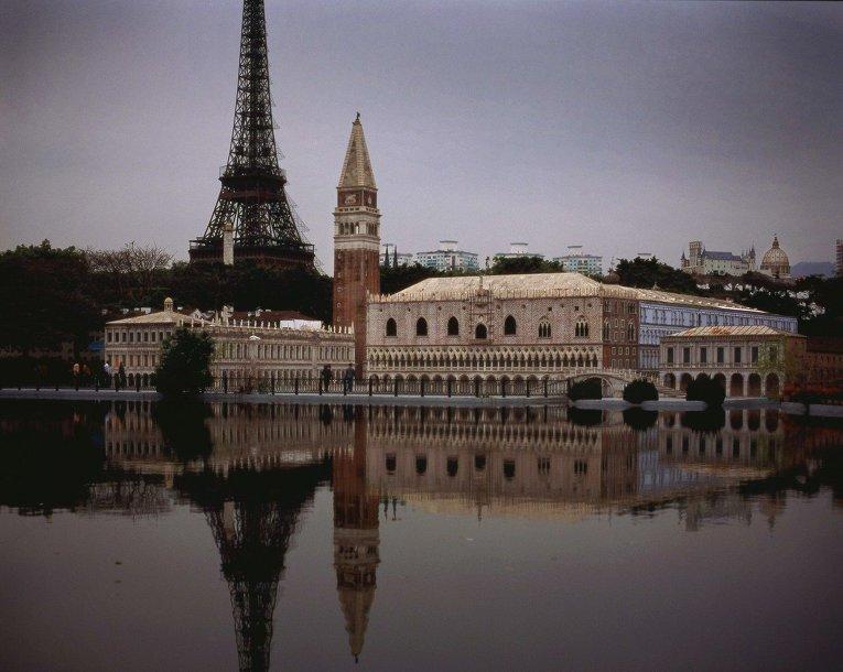 Копия Эйфелевой башни в парке Окно в мир, Шэньчжэнь, Китай
