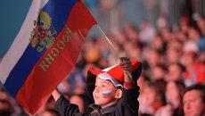 Мальчик с российским флагом. Архивное фото