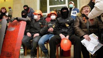 Сторонники федерализации в здании Харьковской областной госадминистрации