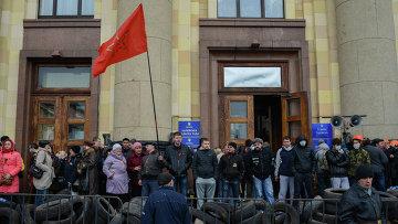 Пророссийские активисты у здания Областной администрации Харькова. Архивное фото