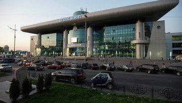 Вид на южный железнодорожный вокзал в Киеве