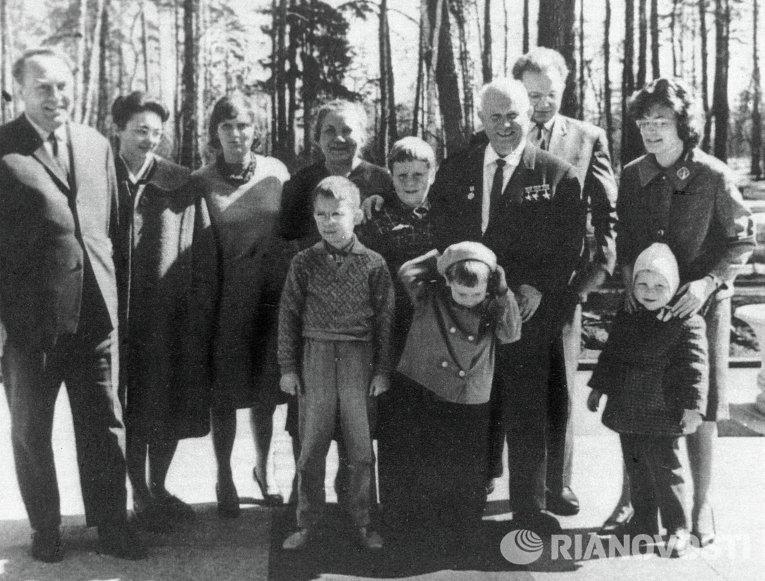 Семейный снимок семьи Никиты Сергеевича Хрущева, 1963 год