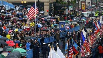Жители Бостона в годовщину теракта на международном марафоне во вторник почтили память погибших. Фото с места событий