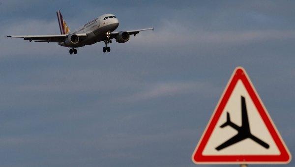 В столичных аэропортах задерживается три десятка рейсов