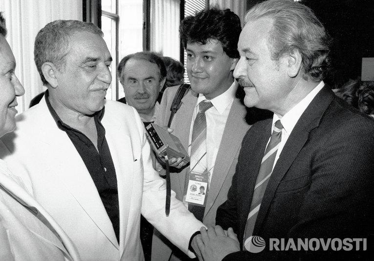 Писатель Габриэль Гарсия Маркес и председатель Госкино СССР Александр Камшалов