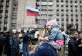 Возле здания обладминистрации в Донецке