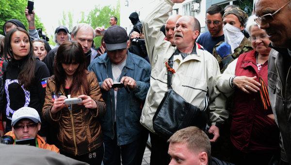 Сторонники федерализации взяли под контроль ряд административных зданий в Донецке. Архивное фото