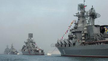 Парад кораблей Черноморского Флота России в Севастополе. Архив