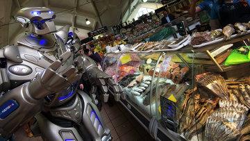 Робот Титан посетил Даниловский рынок в Москве