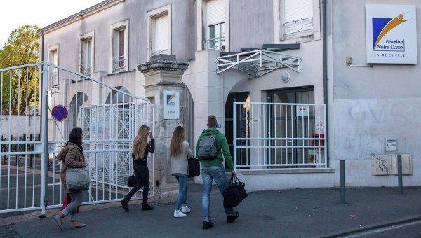 Учащиеся средней школы Ла-Рошель во Франции. Архивное фото