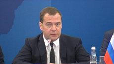 Платежи никак не должны быть связаны с политикой - Медведев