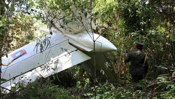 Самолет с высшими военными чиновниками на борту разбился в Лаосе, 17 мая 2014