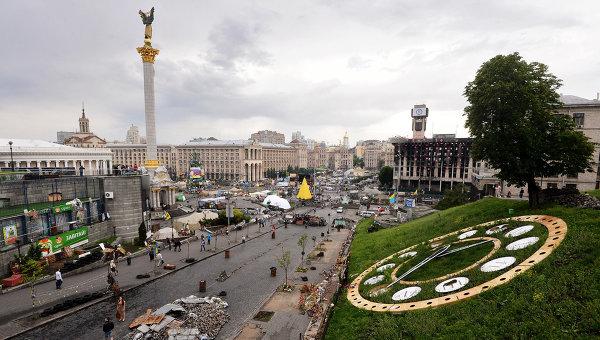 Часы на Майдане. Архивное фото.