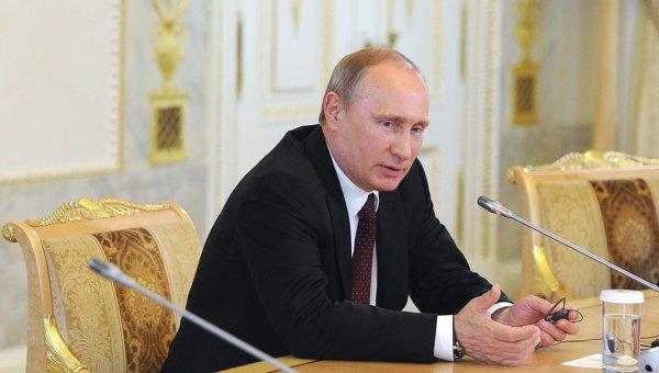 Президент России Владимир Путин на встрече с руководителями ведущих мировых информационных агентств на полях Петербургского международного экономического форума