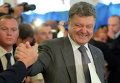 Кандидат в президенты Украина Петр Порошенко на одном из избирательных участков в Киеве
