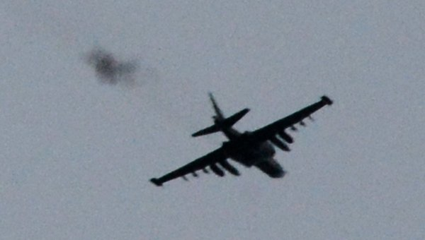 Штурмовик СУ-25 в небе над Донецком. Архивное фото