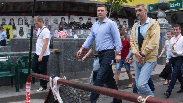 Лидер партии Удар Виталий Кличко на Крещатике в Киеве. Архивное фото