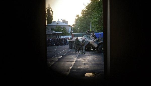 Ополченцы установили контроль над воинской частью в Луганске