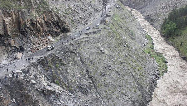 Камнепад заблокировал проезд к 8-ми селам вСеверной Осетии