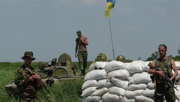 Блокпост украинских военных в населенном пункте Амвросиевка Донецкой области. Архивное фото