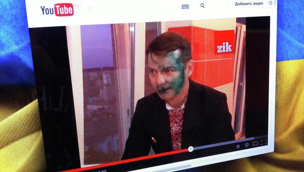 Кадр из видео с Олегом Ляшко, которому неизвестные плеснули в лицо зеленкой
