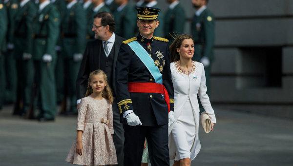 Король Испании Фелипе VI, королева Летиция и принцесса Леонор. Архивное фото