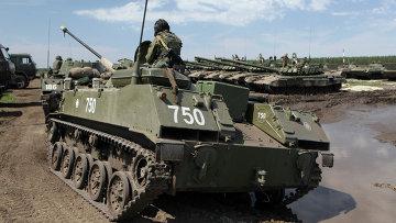 Колонна БМД-2 прибывает в район сосредоточения объединенной группировки войск Центрального военного округа и ВДВ