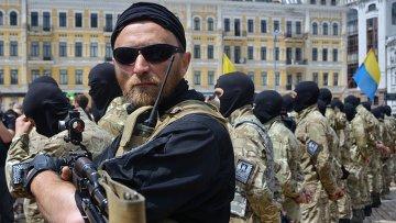 Новобранцы батальона Азов во время церемонии принятия присяги. Архивное фото.