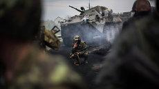 Украинские военнослужащие на блок-посту недалеко от Славянска