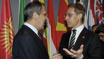 Александр Стубб (справа) в должности министра иностранных дел Финляндии. Архивное фото