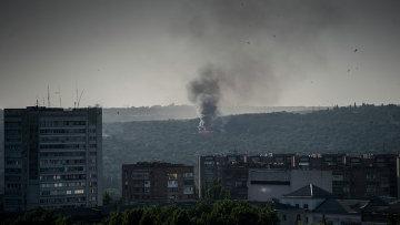 Вид на город Луганск во время обстрела, архивное фото