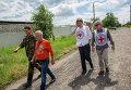 Работники миссии Красного креста в Славянске
