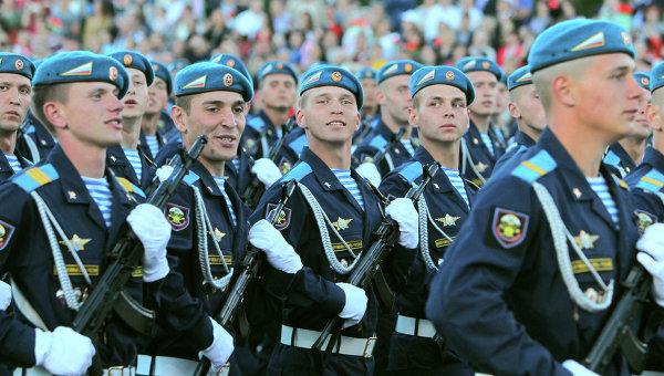 Российские десантники на параде. Архивное фото