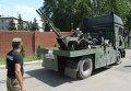 Военная техника ополченцев, прорвавшихся из Славянска, на одной из улиц Донецка