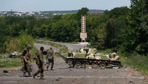 Украинские военные на въезде в Славянск