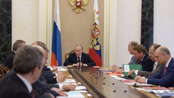 В.Путин провел заседание Комиссии по вопросам ВТС