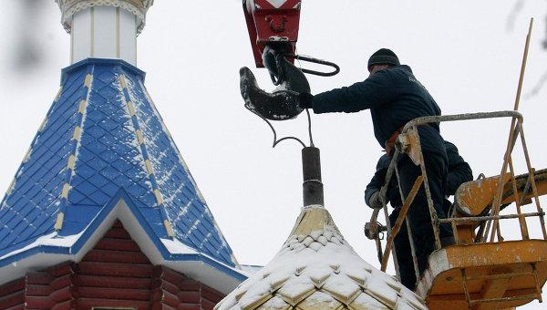 Подъем купола на церковь Св. Георгия Победоносца в Белоруссии