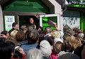 """Вкладчики """"ПриватБанка"""" стоят в очереди на подачу заявлений о компенсации в Симферополе"""