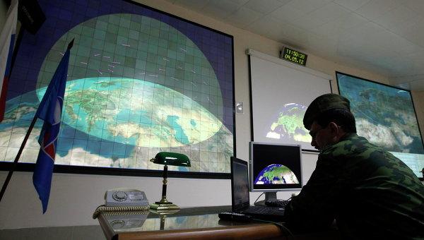 Офицер в центре управления радиолокационной станции. Архивное фото