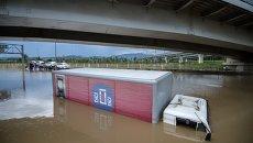 Затопленный грузовой автомобиль в Сочи