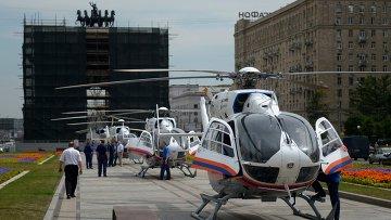 Вертолеты МЧС у станции метро Парк Победы