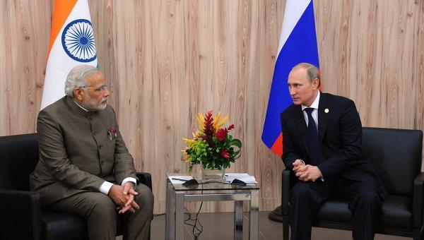 Президент России Владимир Путин (справа) и премьер-министр Индии Нарендра Моди. Архивное фото
