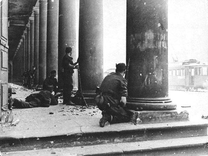 Уличные бои во время Варшавского восстания 1944 года