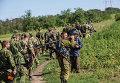 Бойцы народного ополчения неподалеку от села Мариновка возле города Снежное
